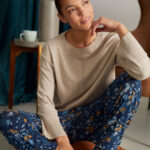 WWB4932-MAJOLICA-BLUE–Atkins-Printed-Dashka-Bamboo-Jersey-Sweatpants-In-Majolica-Blue–1
