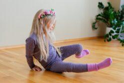 Cosilana ümbrikkaelusega pluus, siid-vill-puuvill, Tumelilla Lasteriided - HellyK - Kvaliteetsed lasteriided, villariided, barefoot jalatsid