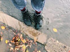 Freet Mudee veekindlad saapad, Must (vegan) Kevad/sügis - HellyK - Kvaliteetsed lasteriided, villariided, barefoot jalatsid